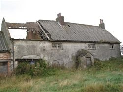 Locally listed Midgeland Farm showing advanced state of disrepair