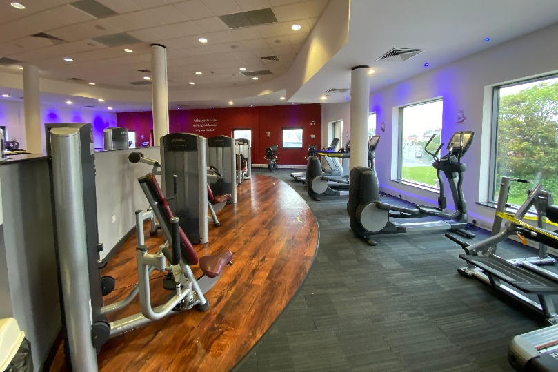 Image shows Moor Parks gym weights and cardio area